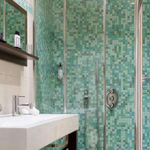 Salle de bain Master Suite vue mer en Corse du Sud
