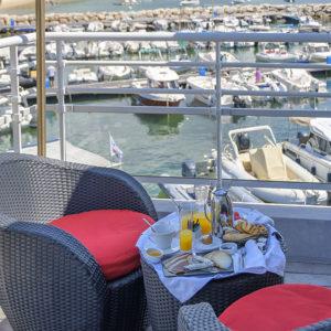 Chambre confort luxe terrasse sur mer Sud Corse